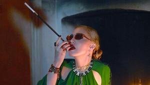 Madonna posa sensual para el reportaje Just one day out of life.