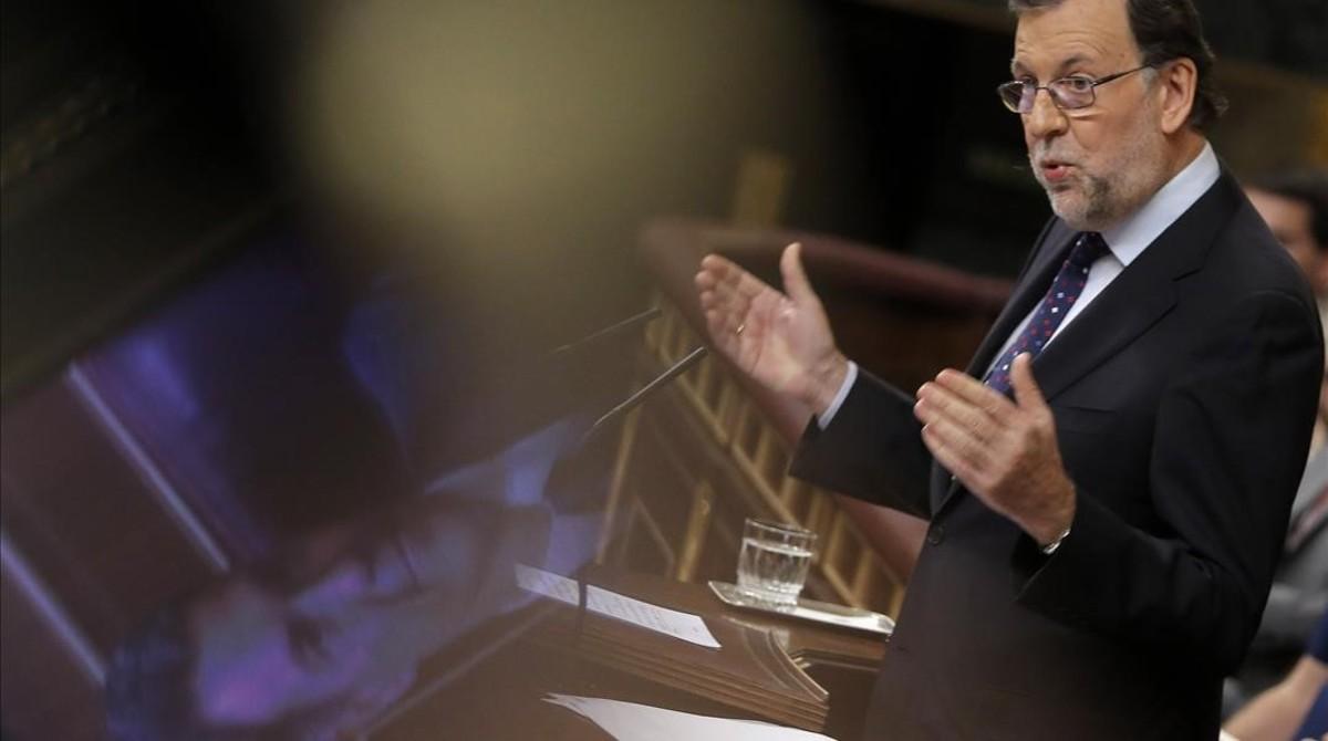 Mariano Rajoy interviene en el pleno de su investidura fallida en el Congreso.
