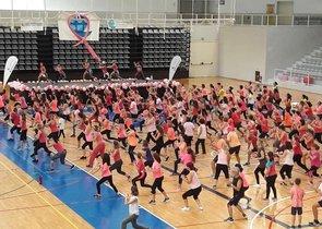 Masterclass de zumba contra el cáncer de mama celebrada en Cornellà en 2017