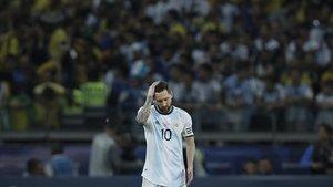 Messi se lamenta tras la derrota con Brasil en la semifinal de la Copa América.