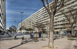 El barrio de la Mina, de donde han huido entre 300 y 500 personas por temor a la venganza del clan al que pertenecía un hombre asesinado el 23 de enero en el Port Olímpic de Barcelona.
