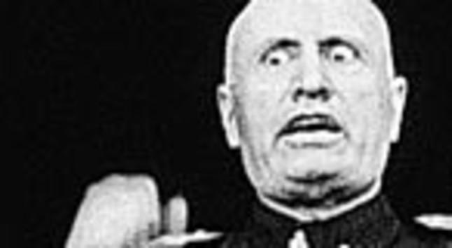 Mussolini, dictador fascista italiano, durante un discurso.