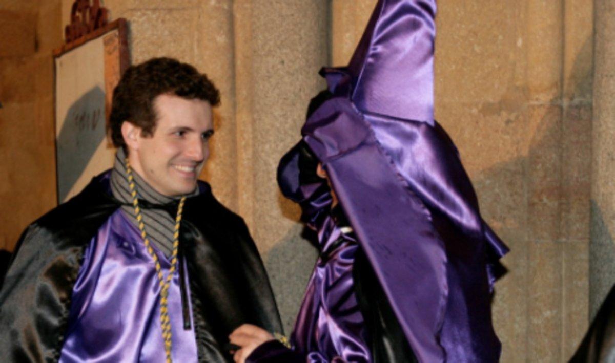 Pablo Casado, vestido de nazareno en la procesión de Ávila en una fotografía que el PP data en el 2013 o 2014.