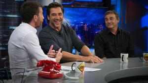 Pablo Motos, con Javier Bardem y Eduard Fernández en El hormiguero.