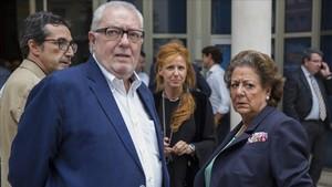 Pedro Agramunt junto a Rita Barberá, en una imagen de archivo del 2015.