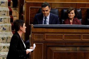 La portavoz de EH Bildu Mertxe Aizpurua (izquierda) tras su intervención en el Congreso de los Diputados.