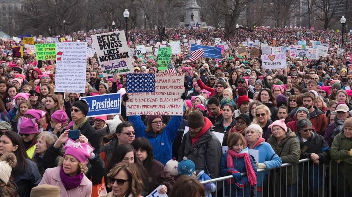 Protesta de mujeres contra Trump un dia después de la toma de posesión.