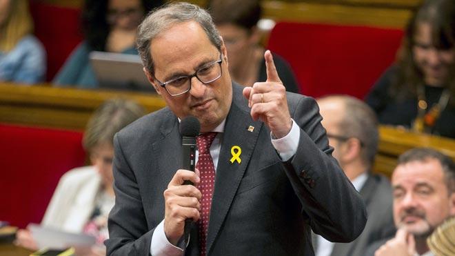 Quim Torra reafirma en el Parlament su defensa de los lazos amarillos.