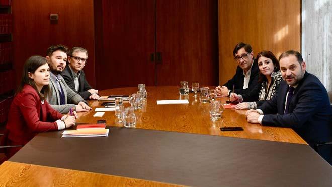 Reunión entre el PSOE y ERC en la sede de la AMB, en Barcelona.
