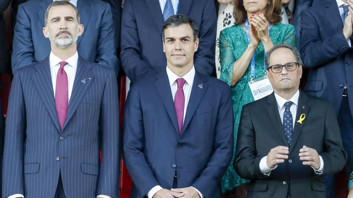 El Rey Felipe VI junto al presidente del Gobierno, Pedro Sánchez y el presidente de la Generalitat, Quim Torra.