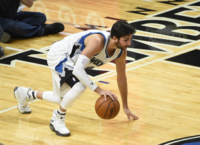 Ricky Rubio, en plena acción ante los Lakers.