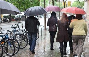 Imagen de archivo de un día de lluvia en Barcelona.