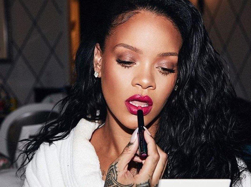 Rihanna acaba de estrenar una nueva colección lencera especial 'San Valentín'.