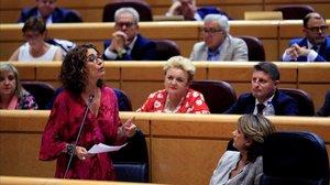 La ministra de Hacienda, María Jesús Montero, en el pleno del Senado.