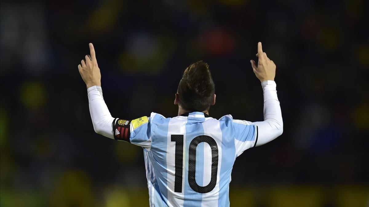 Messi celebra uno de sus goles contra Ecuador.