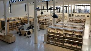 Sala de lectura de la nueva Biblioteca Montserrat Abelló de Les Corts.