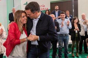 Sánchez, con Díaz, en el acto de proclamación como candidata a las elecciones andaluzas.