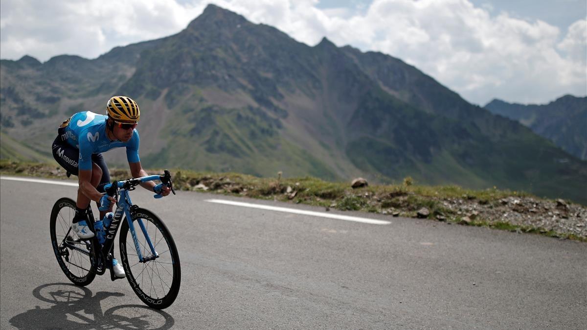 Mikel Landa, en pleno descenso del Tourmalet.