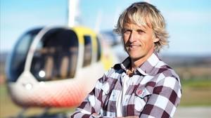 El aventurero Jesús Calleja, con su helicóptero, en Volando voy (Cuatro).