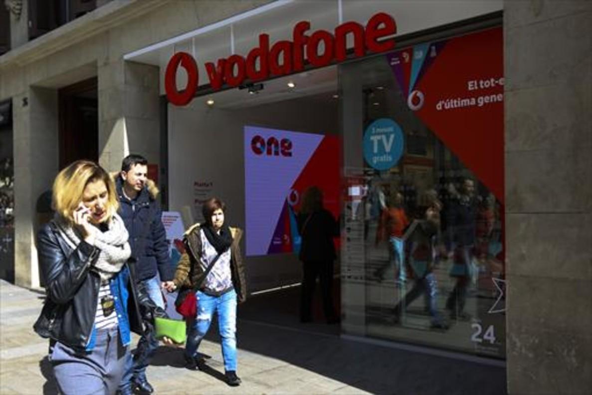 Tienda de Vodafone en el Portal de l'Àngel de Barcelona, la semana pasada.