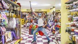 En la nueva tienda Carnavalife, te puedes disfrazar de Freddie Mercury.