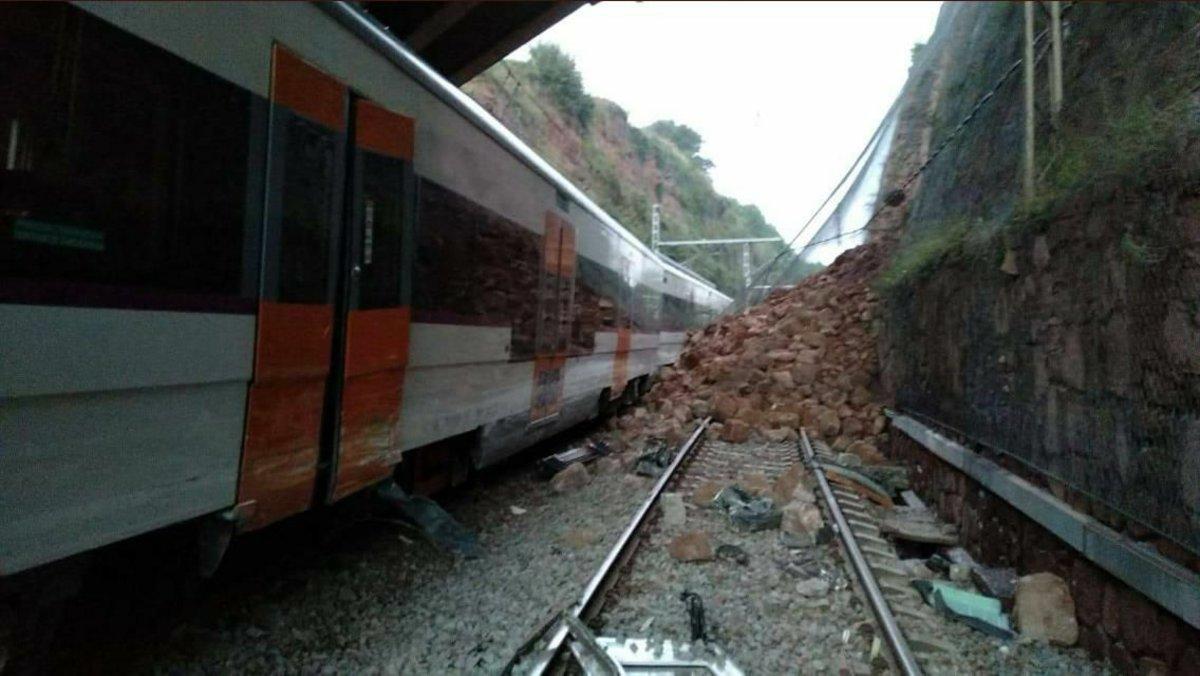 El tren que ha descarrilado en Vacarisses.