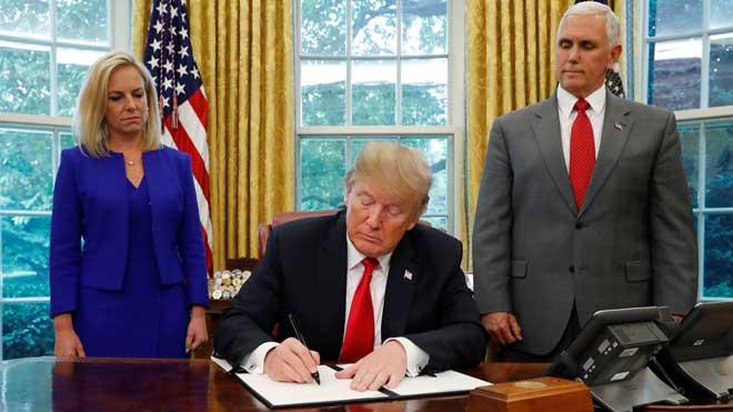 El presidente estadounidense ha firmado una orden ejecutiva para detener la separación de los niños inmigrantes de sus padres cuando estos son detenidos en la frontera sur.