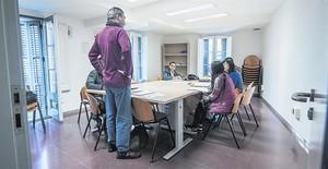 Una clase en el Espai dInclusió i Formació Casc Antic (Eicascantic) que forma a unos 500 alumnos, la mayoría extranjeros.