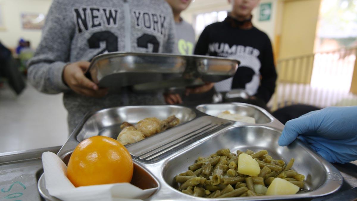 Uno de cada cuatro niños vivirá en pobreza en España en el 2030, según Save the Children. En la foto, un comedor escolar en Santa Coloma de Gramenet.