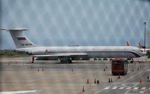 Un avión con la bandera de Rusia en el aeropuerto de Caracas, Venezuela.