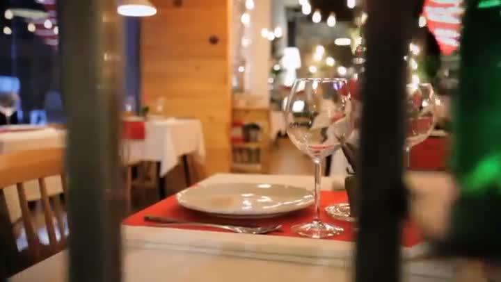 Vídeo que muestra cómo se construyó el restaurante de First dates.