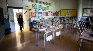 Vista general de un aula vacía de la Escola l'Estel de Barcelona, el 19 de mayo.