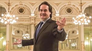 El tenor Josep Brosen el Saló dels Mirallsdel Gran Teatre del Liceu.