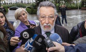 Alfonso Grau atiende a los periodistas antes de comenzar una de las sesiones del juicio