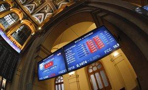 Los indicadores de la Bolsa de Madrid, en rojo, tras la aperturael viernes pasado.