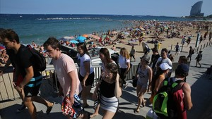 zentauroepp39329325 barcelona 16 07 2017 playa de la barceloneta llena foto eli170807135730