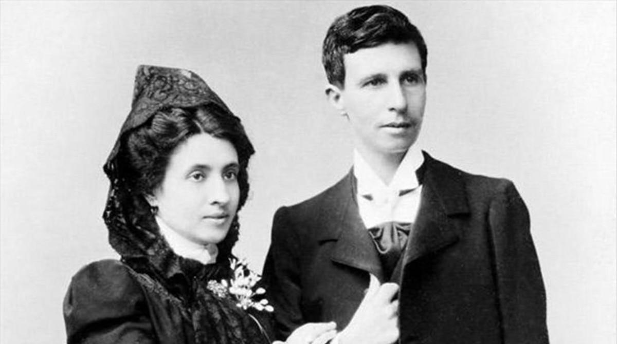 Marcela y Elisa (atavaida como un hombre), el día de su boda en La Coruña, el 8 de junio de 1901.