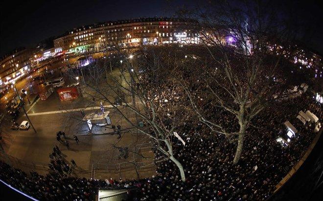 Milers de persones es manifesten a França per dir prou! a l'antisemitisme