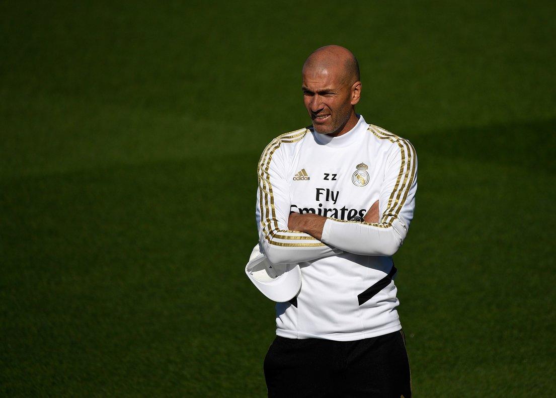Zidane durante el entrenamiento de este viernes del Madrid antes del derbi ante el Atlético.