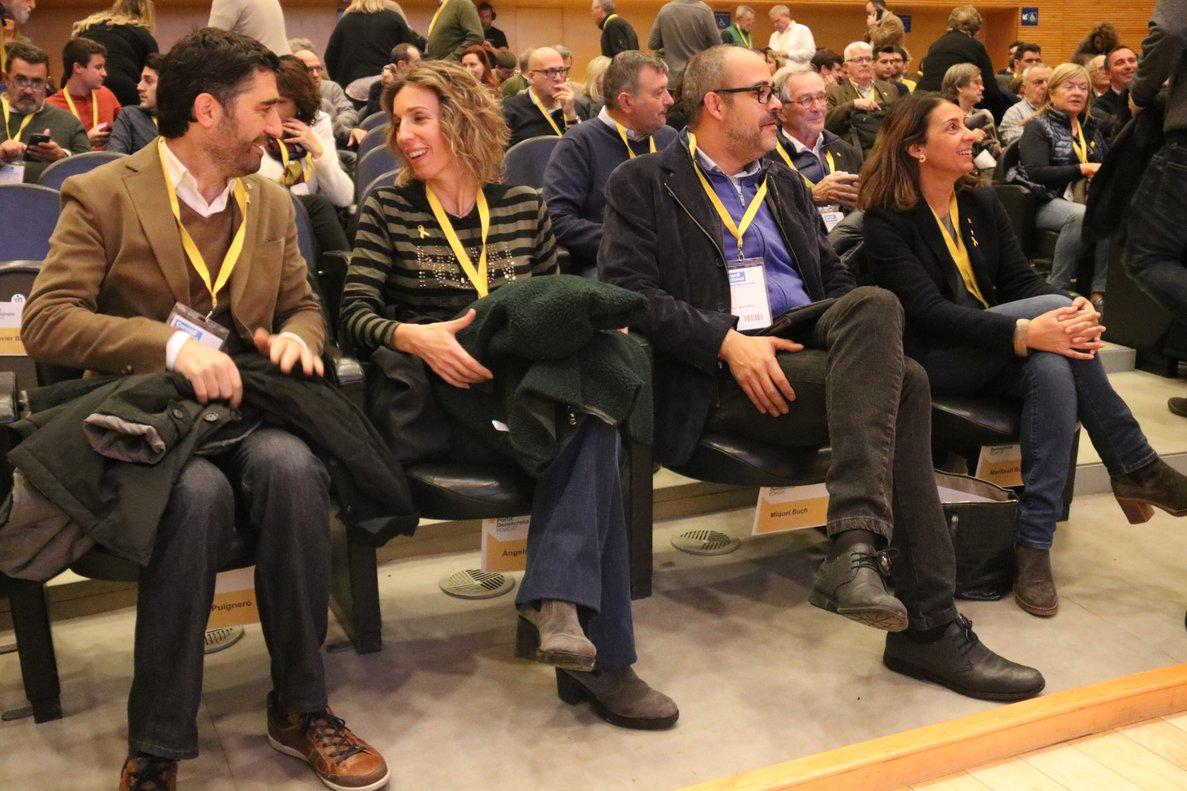Els postconvergents s'imposen als fidels a Puigdemont en un tens debat en el PDECat