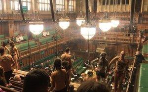 El grupo de activistas de Extinction Rebellion que se desnudóen la Cámara de los Comunes en pleno debate sobre el brexit.