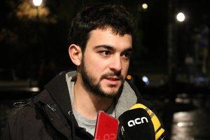 Adrià Carrasco durante la atención a los medios en Bruselas este miércoles