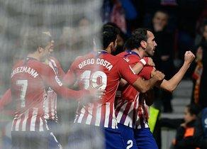 Diego Godín celebra el primer gol del Atlético de Madrid.
