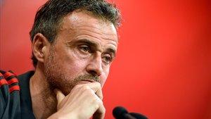 Onada de recolzaments a Luis Enrique després de tornar a Barcelona per un problema familiar greu