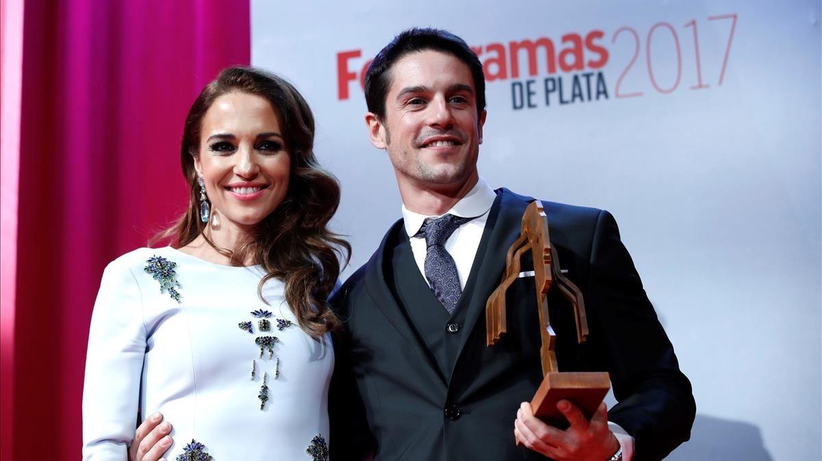 Alejo Sauras, Mejor Actor de Televisión, y Paula Echevarría, en la gala Premios Fotogramas del 2018, en Madrid.