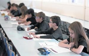 Alumnos del colegio público Duran i Bas de Barcelona, en las pruebas de competencias, el pasado mayo.