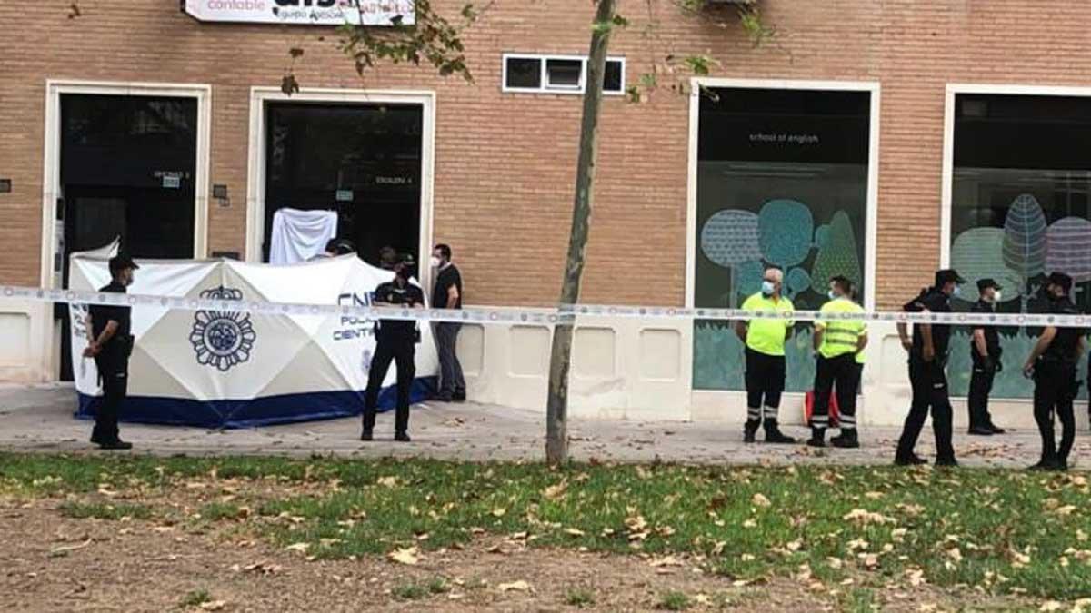 El germà del conseller de Salut de Múrcia, assassinat a ganivetades pel seu fill