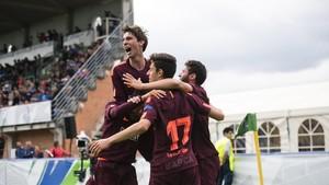 Los jugadores del Barça celebran el primer gol de Marqués.