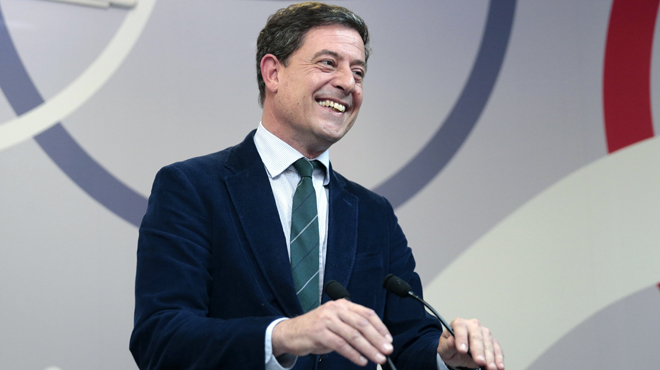 Besteiro dimite como líder de los socialistas gallegos