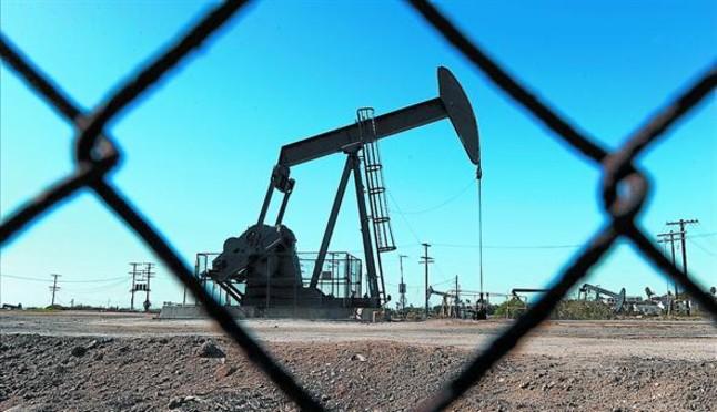 Campo de extracción de petróleo en EEUU.